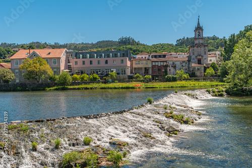 Valokuva Vez river and village of Arcos de Valdevez, Viana do Castelo in Minho, Portugal