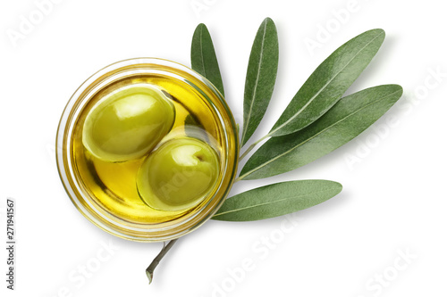 Obraz na plátně Delicious big green olives in an olive oil with leaves, isolated on white backgr
