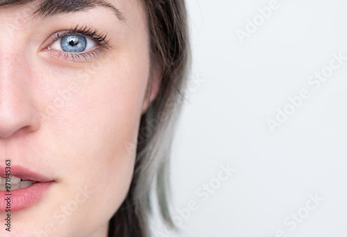 Fototapeta Closeup portrait of young woman obraz na płótnie