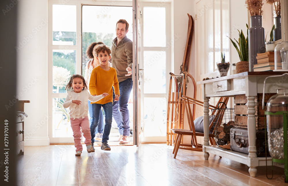 Fototapety, obrazy: Family Returning Home After Trip Out With Excited Children Running Ahead