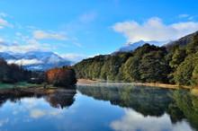 Lago Espejo En La Patagonia Argentina