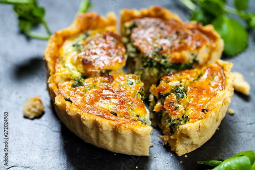 Papel de parede Watercress and smoked trout tart