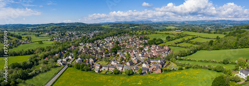Cuadros en Lienzo Panoramic view of the residential housing estate in Usk, south Wales, with the town of Usk in the distance