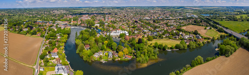 Photo  Aerial panoramic view of the beautiful town of Marlow, situated on the river Tha