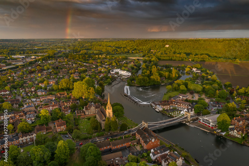 Photo Dramatic aerial panoramic view of the beautiful town of Marlow in Buckinghamshir