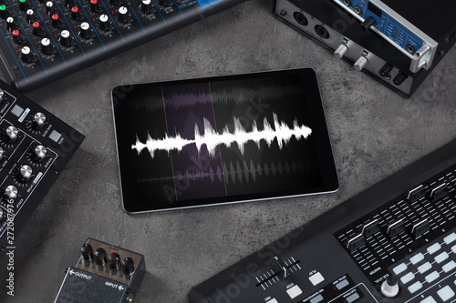 Recording music with tablet and electronic music instruments