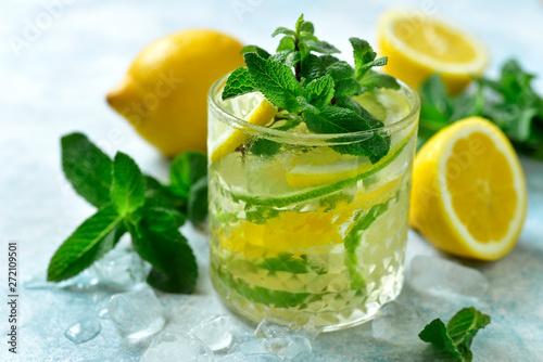 Summer citrus lemonade in a glass. Canvas-taulu