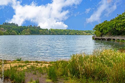 Fotografia Jugon-les-Lacs. Vue sur le lac. Côtes-d'Armor. Bretagne