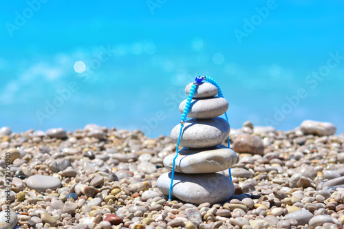 Photo sur Plexiglas Zen pierres a sable Zen stones on a Turkey beach. Sea pebbles tower. Harmony and stability concept.