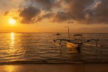 Travel In The Morning Sunrise ...