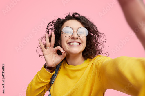 Photo sur Toile Les Textures Hipster showing approving gesture and taking selfie