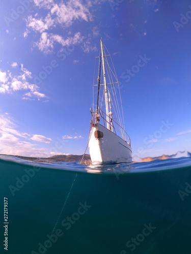 Underwater sea level photo of sail boat docked in open ocean sea Obraz na płótnie