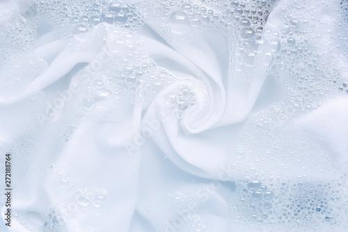 Foto Soak a cloth before washing, white cloth.