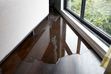 Water Leaking And Flooded On W...