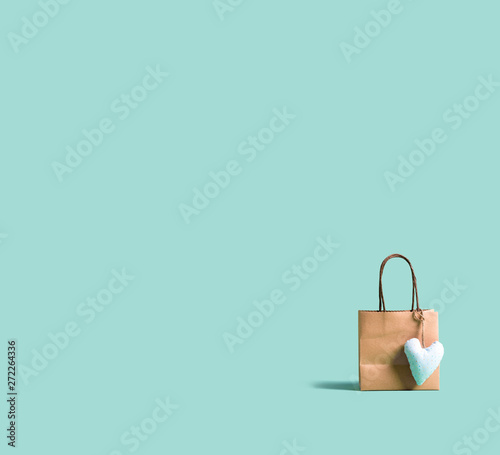 Poster Montagne A shopping bag with small heart cushion