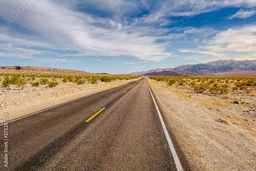In de dag Route 66 Road through a desert and mountains in California, USA
