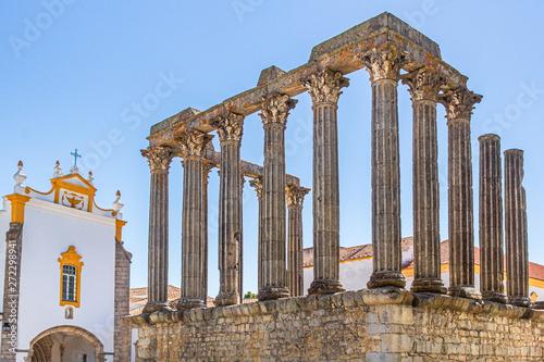 Photo Templo Romano oder Templo de Diana neben Pousada Convento dos Lóios in Évora, Al
