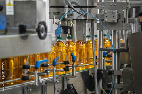 Pinturas sobre lienzo  Automatic conveyor belt of production line of juice on beverage plant or factory