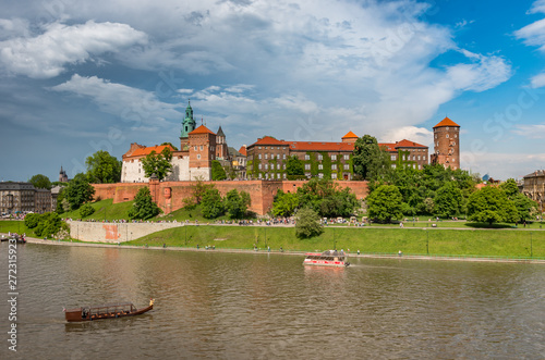 Foto op Canvas Krakau Wawel Castle and Wawel cathedral in the sun over the Vistula river on cloudy afternoon