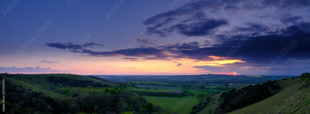 Fototapety, obrazy: Summer sunset over Meon Valley towards Beacon Hill and Old Winchester Hill, South Downs National Park