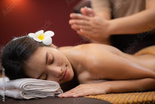 Photo  Beautiful Young Asian Woman in spa salon