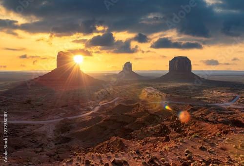 Foto auf Leinwand Akt Spectacular sunrise at Monument Valley, Arizona - Utah, USA.