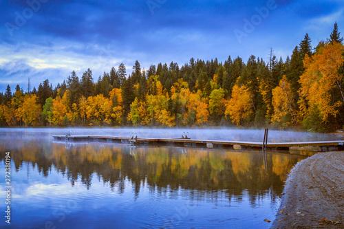 Cuadros en Lienzo Fall colors on Dutch Lake, Clearwater, British Columbia, Canada
