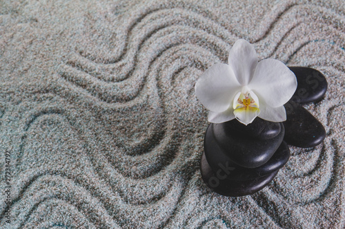 Foto op Plexiglas Stenen in het Zand Orchid and stones on towel