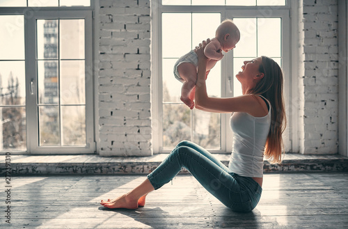Fotomural  Mother with baby girl