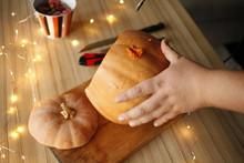 Make A Jack-o'-Lantern. Halloween Party