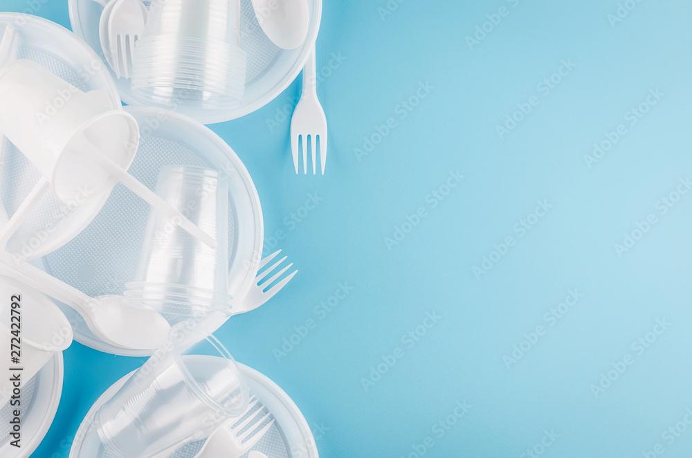 Fototapety, obrazy: White plastic disposable tableware