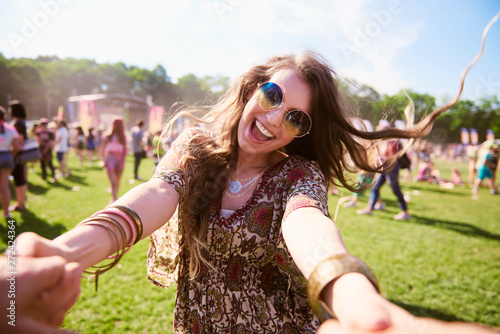 Poster de jardin Magasin de musique Portrait of young boho woman having fun at festival