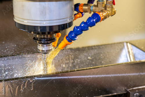 Fotografía The CNC milling machine cutting the injection mould parts by indexable tool