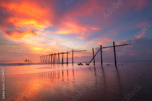 Montage in der Fensternische Aubergine lila View of sunset at Pilai bridge in Phang nga, Thailand
