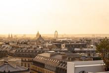 Vista De Paris No Fim De Tarde Com A Roda Gigante Ao Fundo