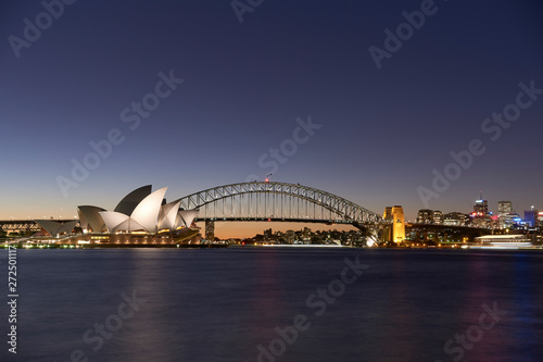 Fotografía Sydney Harbour At Dusk