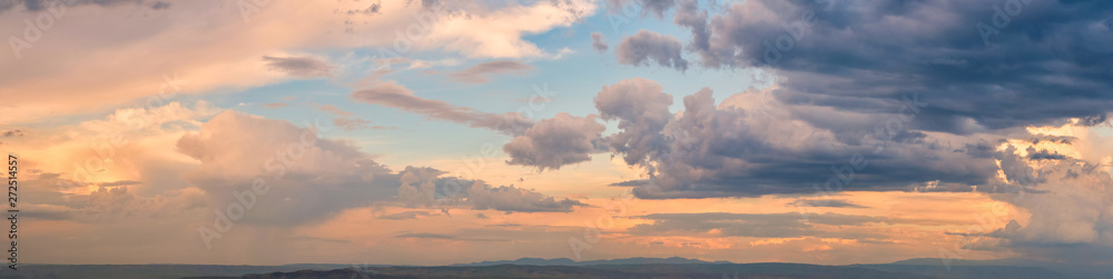 Fototapety, obrazy: Dramatic light through the clouds against the backdrop of an exciting, bright stormy sky at sunset. panorama, natural composition
