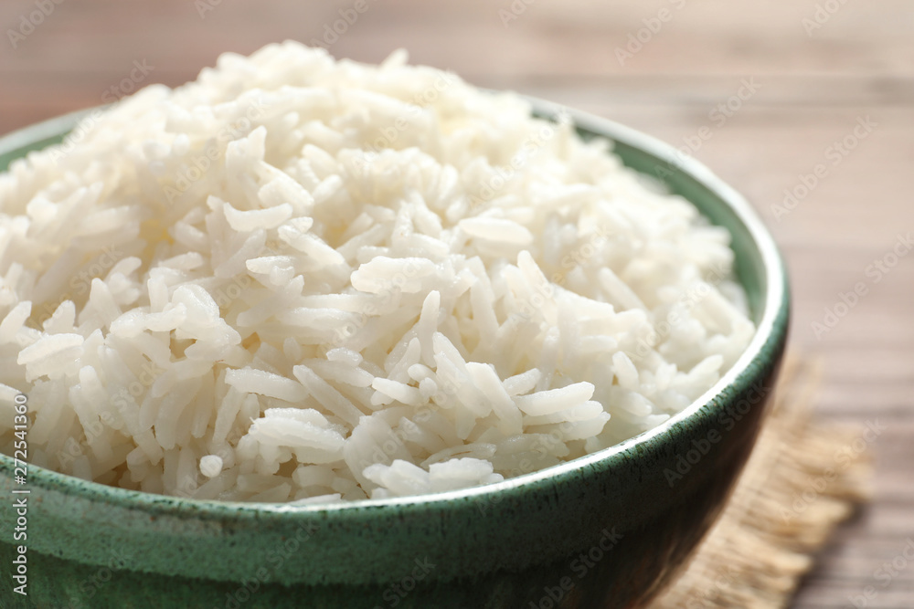 Leinwandbild Motiv - New Africa : Bowl of tasty cooked white rice on table, closeup
