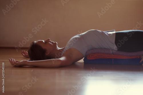 Restorative Yoga Woman Fotobehang
