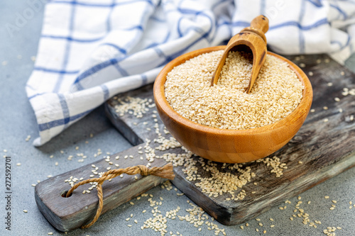 Fototapeta Bowl with sesame seeds and wooden scoop. obraz