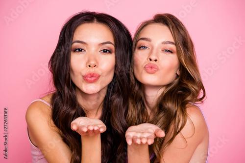 Pinturas sobre lienzo  Close up photo of cute charming ladies fellows fellowship send air kiss attract