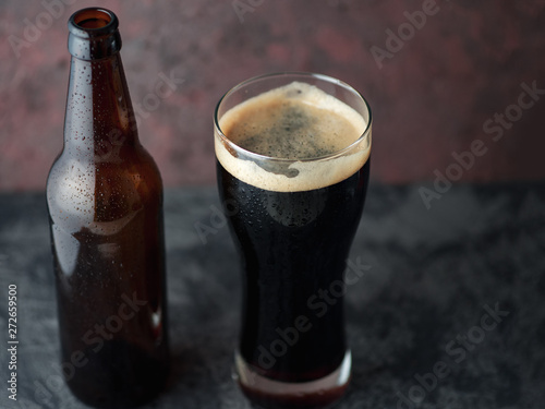 Obraz na plátne Beer bottle and glass with dark beer porter or stout