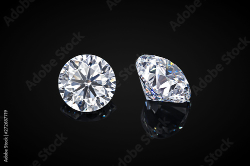 Foto Diamond isolated on black background
