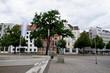 blick auf die statue und gebäude in hannover niedersachsen deutschland fotografiert an einem sonnigen Tag im Juni