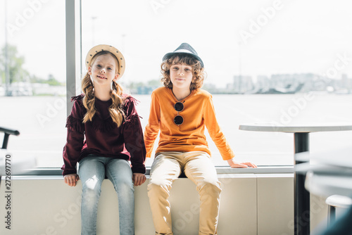 Poster Ecole de Danse adorable preteen kids sitting on window during daytime and looking at camera