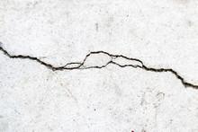 Crack On Cement Floor - Crepa Su Pavimento Di Cemento