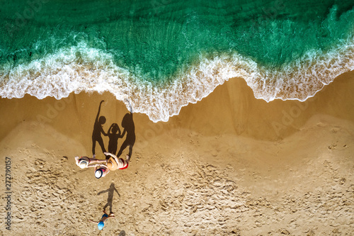 Poster Londres Aerial view of beach with family. Free space for your decoration and summer time.