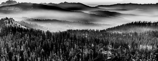 FototapetaBlank and White Mountains in layers of fog