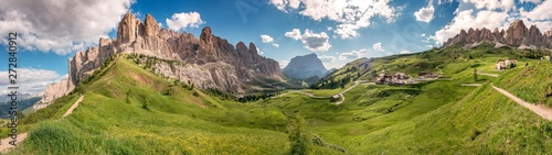 Passo Gardena e gruppo Sella sulle Dolomiti Wallpaper Mural