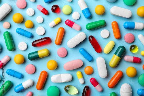 Different pills on color background, flat lay Fototapeta